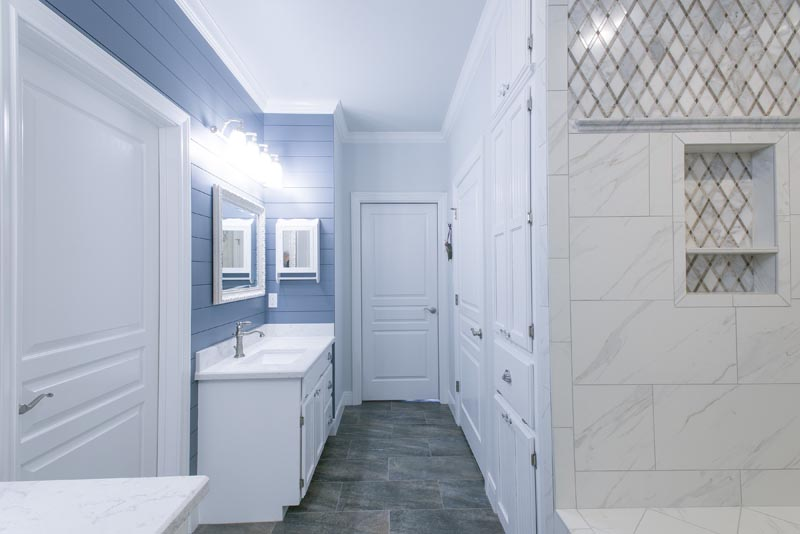 Shiplap behind vanities with quartz counters